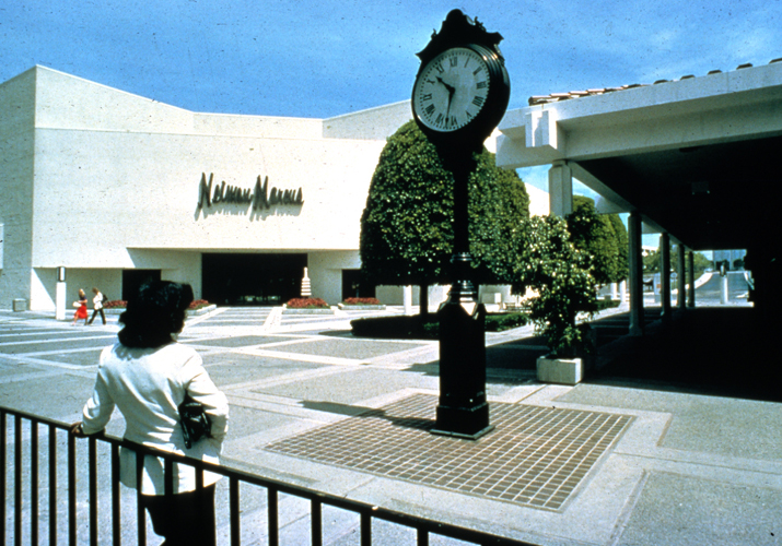 b39c8dd1e1b9 Shoppers in front of Neiman Marcus Neiman Marcus Newport Beach Aerial view  of Neiman Marcus at Fashion Island